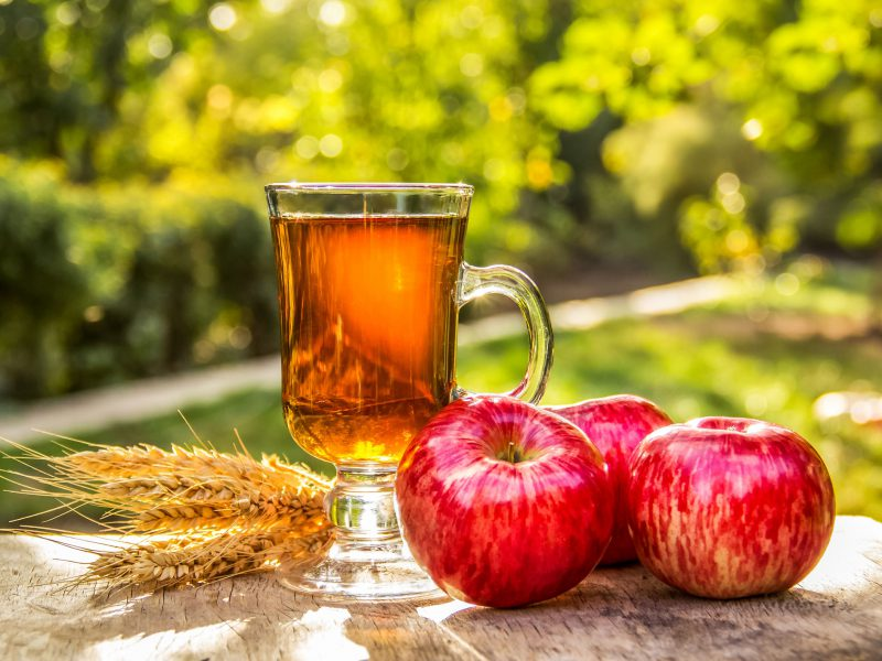 Why apples and tea help prevent cancer and heart disease